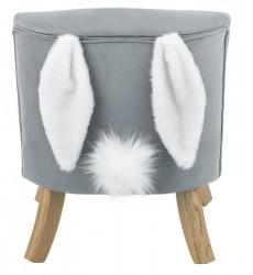 Krėslas su zuikio ausytėm
